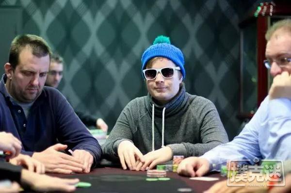德州扑克为什么你应该在决赛桌泡沫期激进