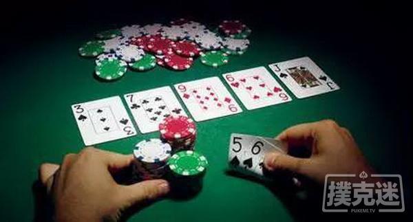 德州扑克中最差的诈唬,是拿弱牌把对手的强牌打走