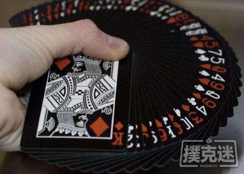 德州扑克策略-同花在K-7-4翻牌面的三连注诈唬