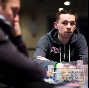 在德州扑克牌桌上什么时候扮演AA最合适?