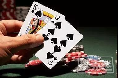 德州扑克中拿到同花色的起手牌,你该怎么打?