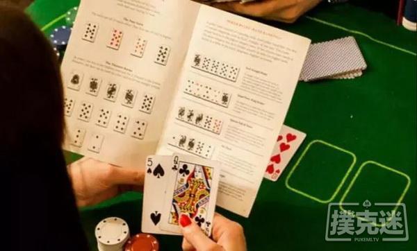 哪种德州扑克牌型出现的可能型更高?