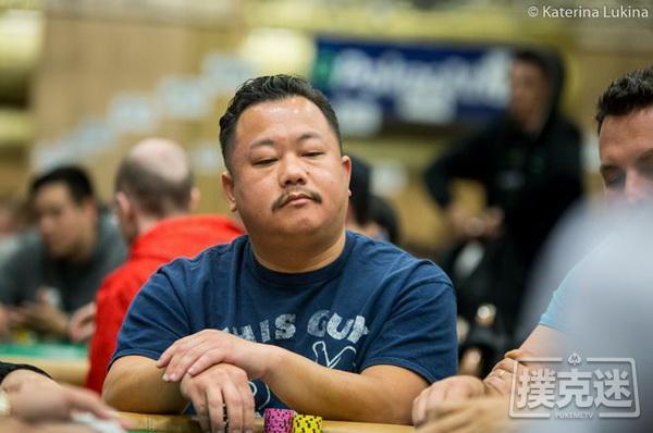 德州扑克牌局欣赏:Kou Vang识破Hellmuth的5高诈唬