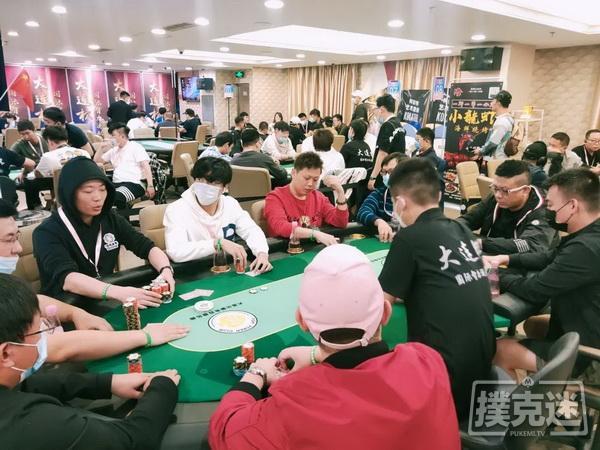 大连杯 | 主赛持续火爆,李欢领衔53人晋级下一轮!