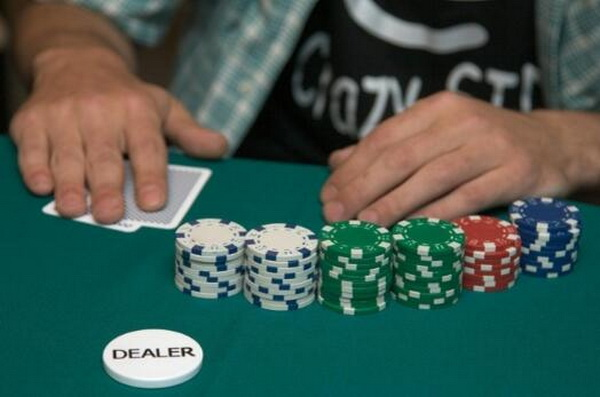 德州扑克如何游戏两对
