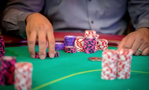 德州扑克低估对手的危险