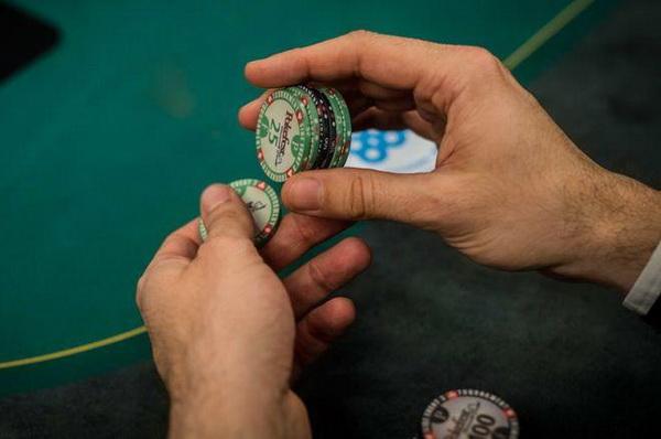 德州扑克锦标赛牌手在筹码量不到25BB时所犯的最大错误