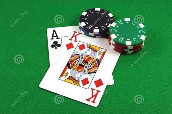 德州扑克AK,全压还是弃牌