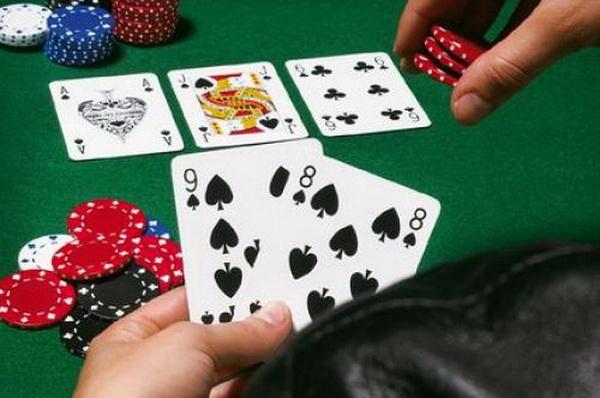 德州扑克中如何用同花听牌诈唬