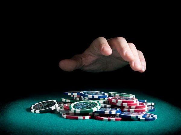 德州扑克知道该什么时候弃牌