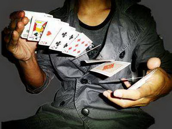 德州扑克如何依靠专业知识取胜(一)