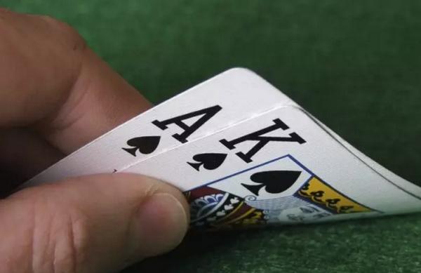 德州扑克再加注不用那么大