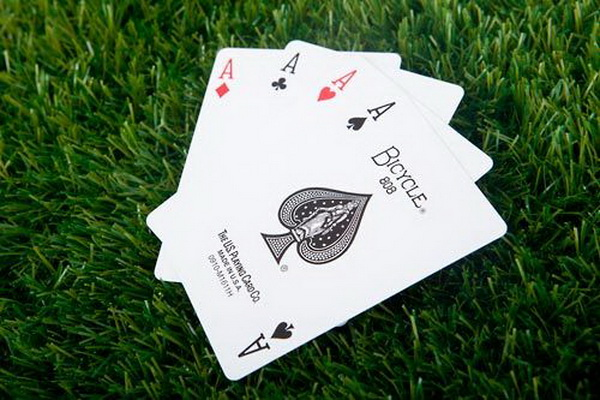 德州扑克在按钮位置游戏小口袋对子的最佳策略是什么