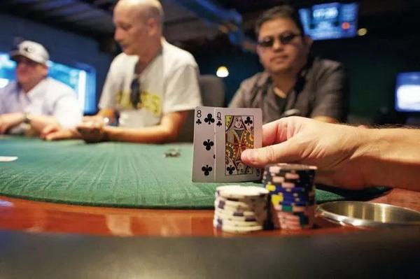 德州扑克职业高手分析在微注额牌局他们会怎么打