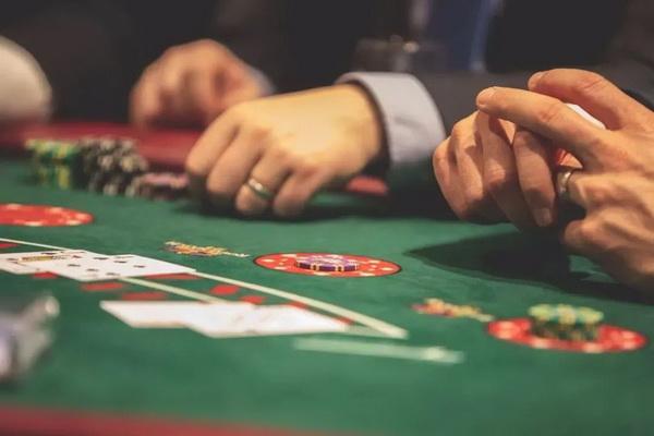 德州扑克手握好牌无人跟注,办法来了!