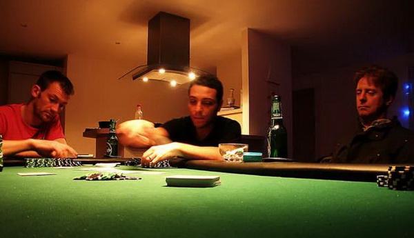 新手教程:如何在德州扑克中偷盲?
