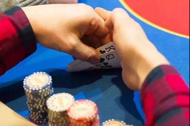 给德州扑克职业牌手下套的方法(上)