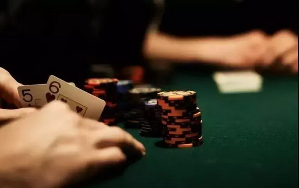德州扑克如何在河牌识别打你拿着最好牌
