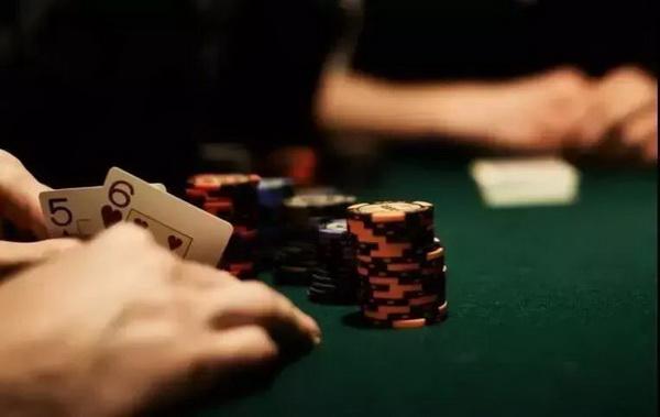 德州扑克打错牌分两种,你犯的是哪种错?