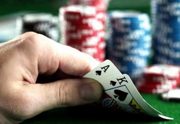 初学者快速提高德州扑克牌技的十个小贴士
