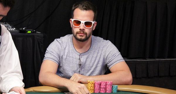 德州扑克按钮位置对抗率先加注