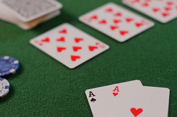 德州扑克榨取跟注站玩家