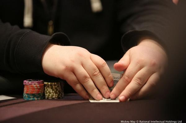 德州扑克摊牌时盖牌是好是坏?